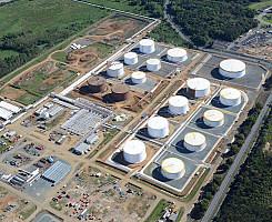 Bayamon - Siete tanques de combustible diesel y jet